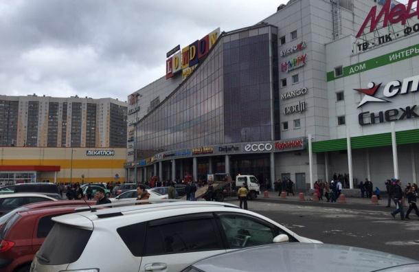 «Лондон-Молл» эвакуируют в Петербурге