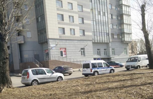 Женщина разбилась насмерть, выпав из окна дома на проспекте Славы