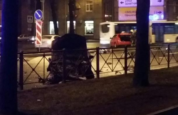 Три автомобиля попали вмасштабное ДТП напроспекте Стачек вПетербурге