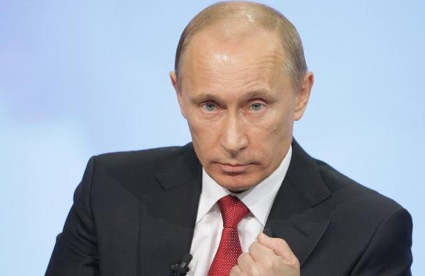 Песков назвал похабщиной изображение Путина с макияжем