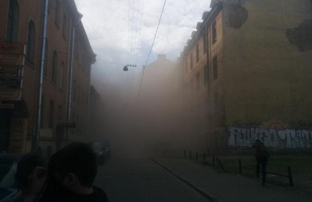 Обрушились перекрытия заброшенного дома в Большом Казачьем переулке