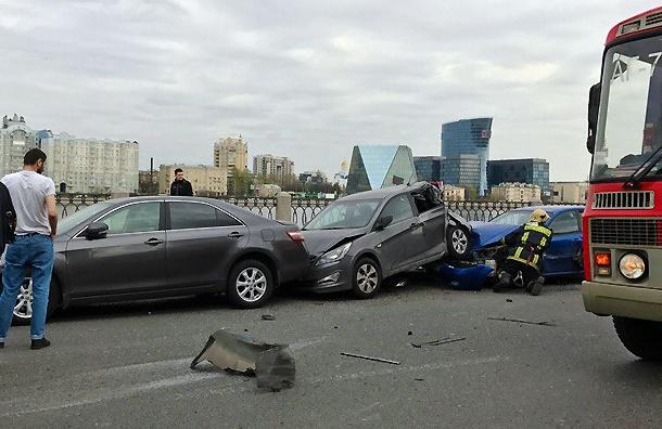 Иномарка наСинопской собрала «страйк» изчетырех машин