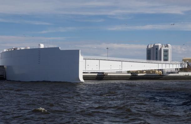 Петербургскую дамбу проверили на случай  наводнений