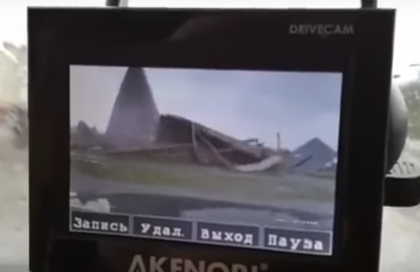 Кадры обрушения пирамиды Голода опубликовали в Сети