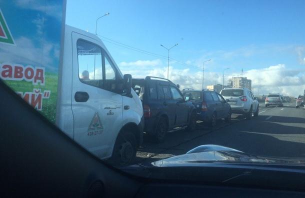 Массовая авария на Коломяжском путепроводе собрала пробку