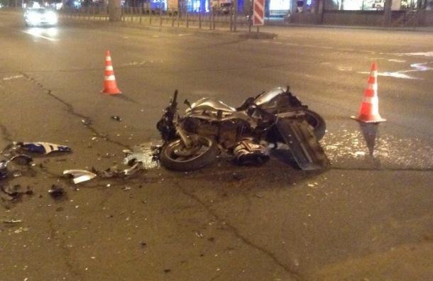 Мотоциклист погиб в ДТП  с водителем-новичком на Ленинском проспекте