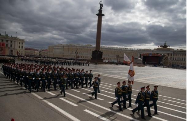 Парады в Москве и Петербурге начнутся в 10:00