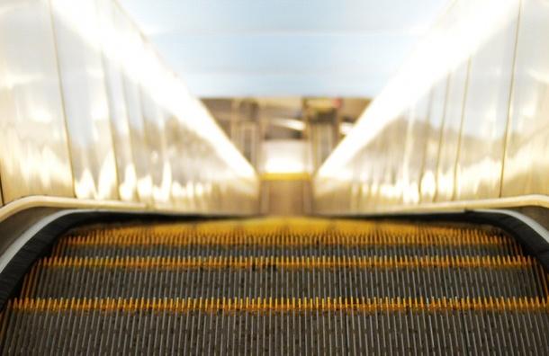 Вход на станцию «Звездная» ограничили из-за ремонта эскалатора