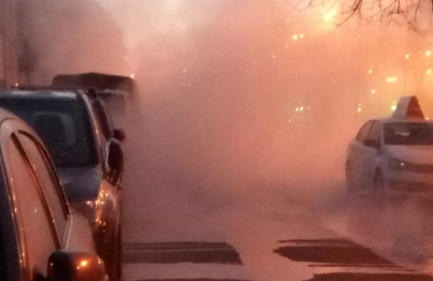 Очевидцы: На Народной кипяток разлился по двору