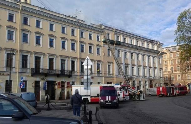 Пожарные тушили чердак в доме на Итальянской улице