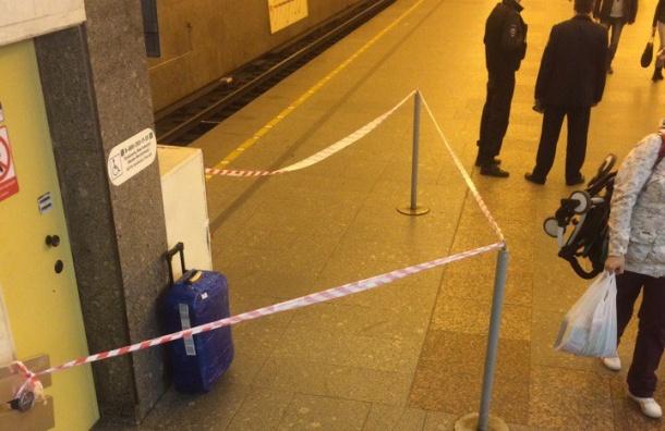 «Проспект Большевиков» закрыли из-за синего чемодана