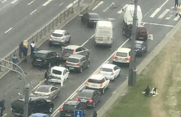 Очевидцы: на Ленинском столкнулись 10 автомобилей