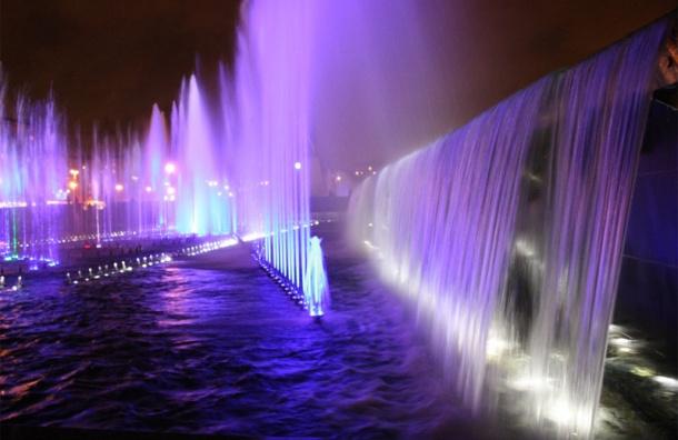 Светомузыкальные фонтаны заработали в Петербурге в День Победы
