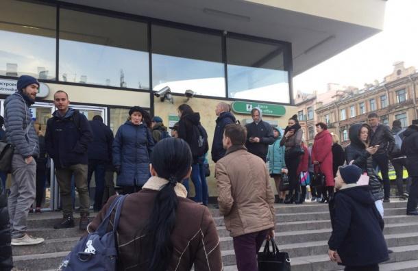 Станция «Василеостровская» была недоступна пассажирам из-за бесхоза