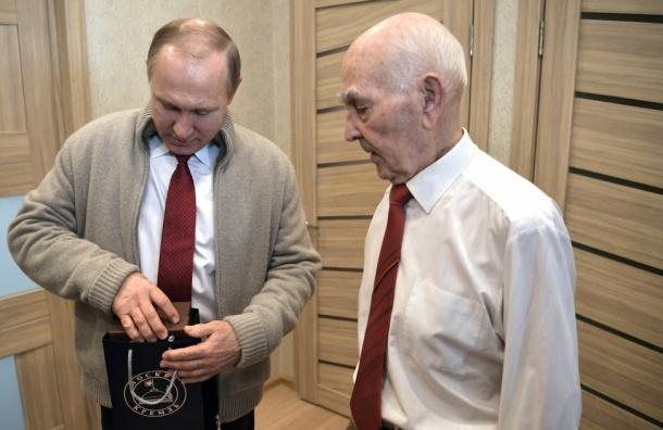Путин лично поздравил своего экс-начальника по работе в КГБ с днем рождения