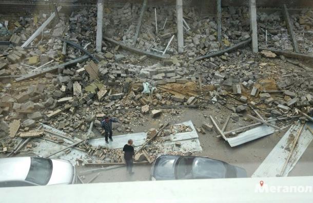 Мужчина погиб при обрушении школы в Мурино