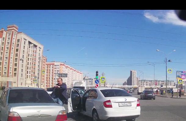«Водитель-каратист» орудует вПриморском районе