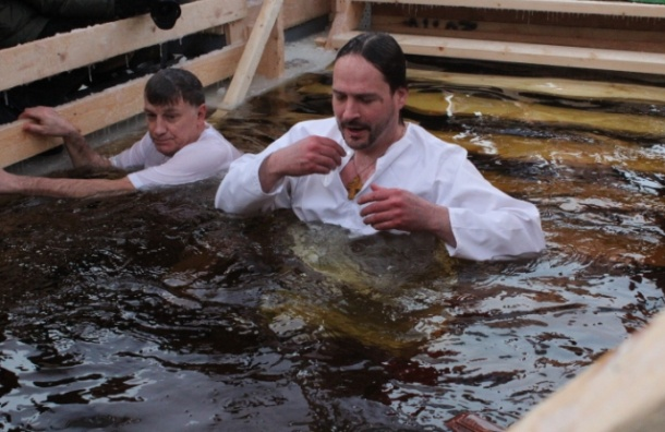 Оппозиционеры растоптали православную душу Макарова