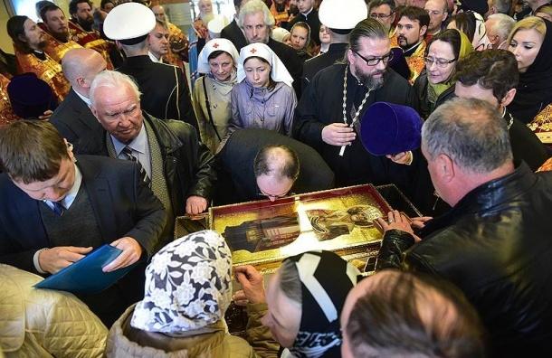 Без очереди к мощам Николая Чудотворца допускают только инвалидов со справкой