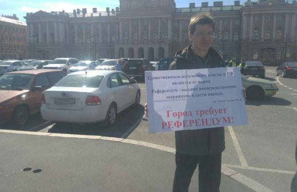 ОМОН иполиция дежурят около петербургского парламента