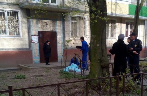 Мужчина выпал из окна на Витебском проспекте