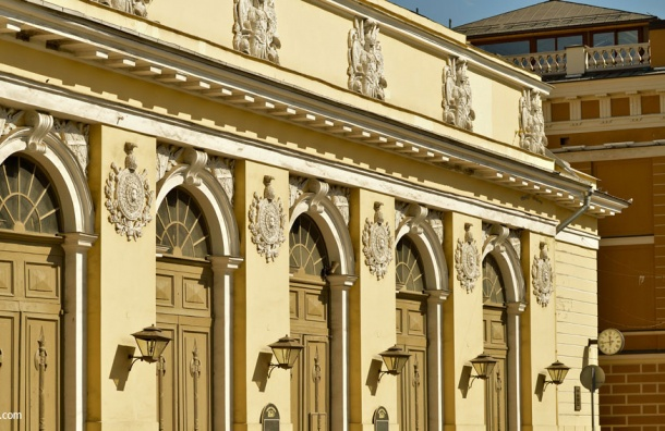 Движение в центре Петербурга закрывают из-за Книжного салона