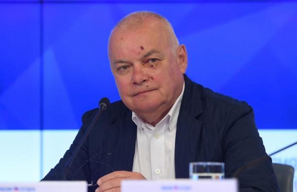 Телеведущий Дмитрий Киселев вернулся из Крыма с разбитым лицом