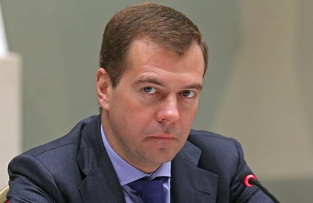СМИ: возможная яхта Медведева прибыла в Петербург