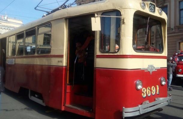 Парад ретромашин проходит в Петербурге