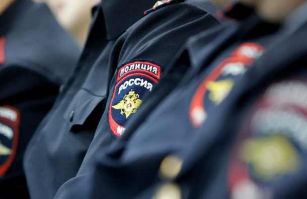 Полицейский в Петербурге пытался обокрасть чужую квартиру