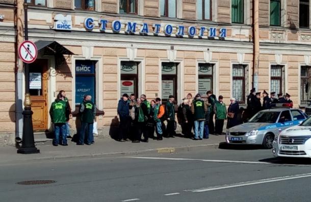 «Единая Россия» насчитала 95 тыс. человек насвоем первомайском шествии