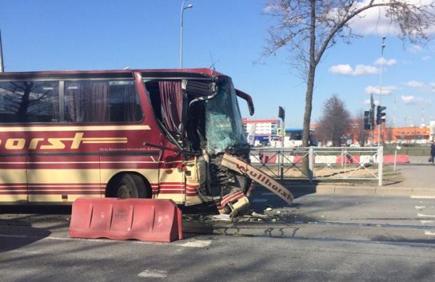 Автобус с курсантами попал в ДТП на Пулковском шоссе