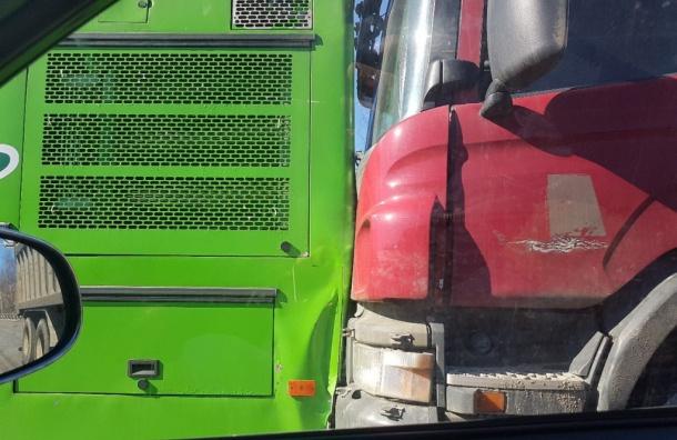Женщина пострадала в ДТП с автобусом в Петербурге
