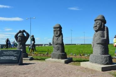 Корейских каменных идолов установили в парке 300-летия