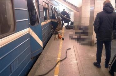 Путин наградил работников метро Петербурга за действия во время теракта