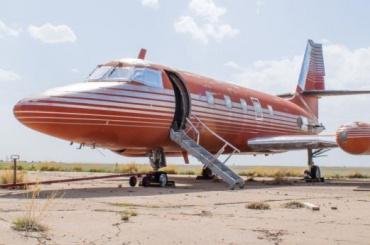 Самолет Элвиса ушел с молотка