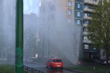 Фонтан «в 10 этажей» забил на Богатырском проспекте
