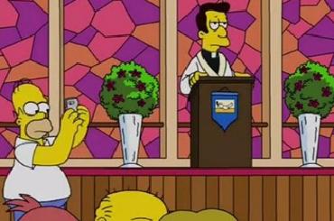 Гомер в новой серии «Симпсонов» ловит покемонов в церкви