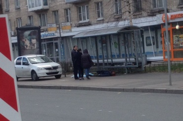 Труп в крови лежит на Новочеркасском проспекте