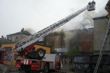 Четыре десятка пожарных боролись с огнем во Фрунзенском районе
