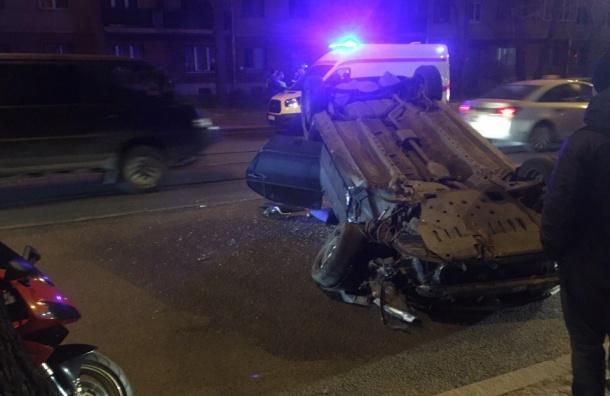 Автомобиль перевернулся на Большом Сампсониевском проспекте