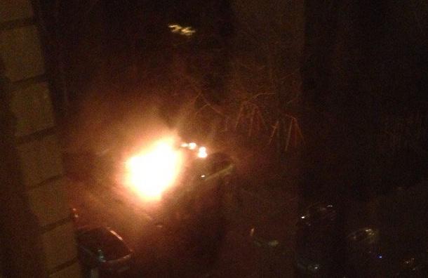Три машины пострадали от огня на улице Котина