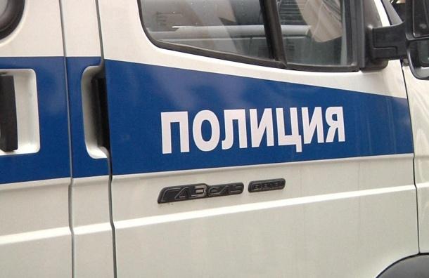 Полиция эвакуировала соседей жильца с гранатой на Товарищеском проспекте