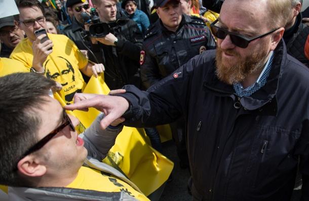 Поведение Милонова на Первомае требуют обсудить думским комитетом по этике