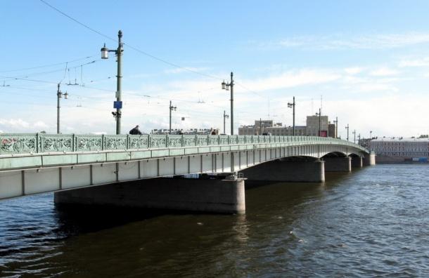 Ради «Алых парусов» по Литейному мосту на пять дней пустят трамвай