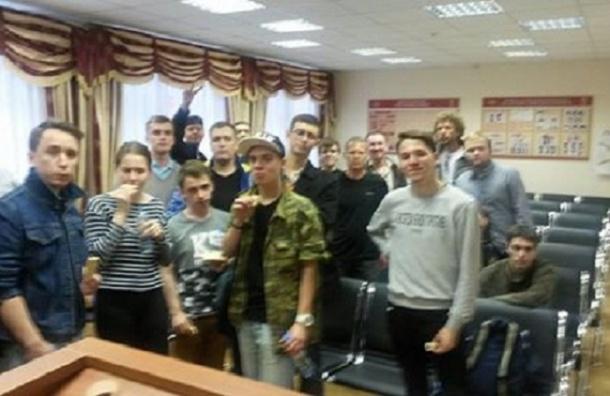 Внука Бориса Стругацкого задержали во время акции на Марсовом поле