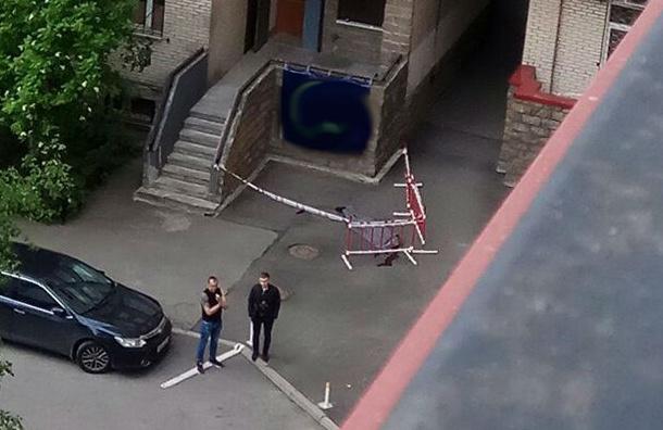 Мужчина выпал из окна дома на Энгельса