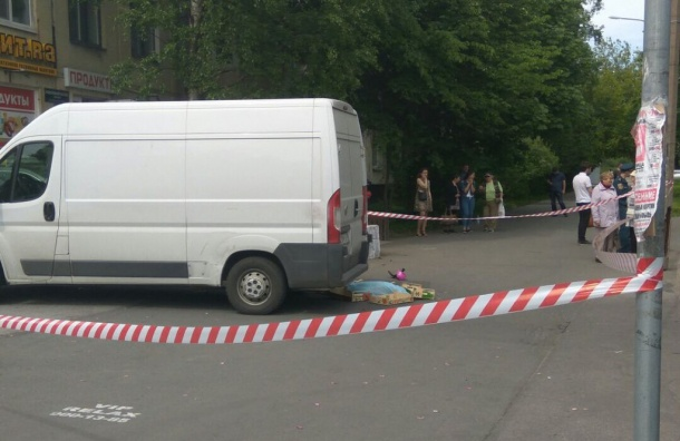 Маленький ребенок погиб под колесами автомобиля на Новоизмайловском
