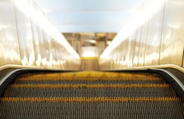 Жизнь пассажиров осложнится из-за ремонта эскалаторов на «Проспекте Просвещения»