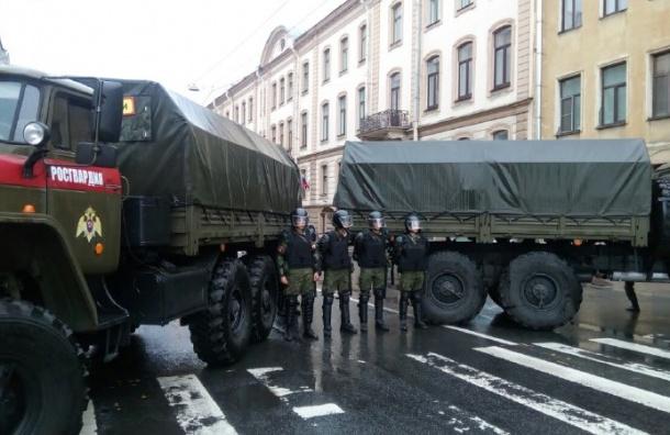 Росгвардия блокировала подходы к Дворцовой площади